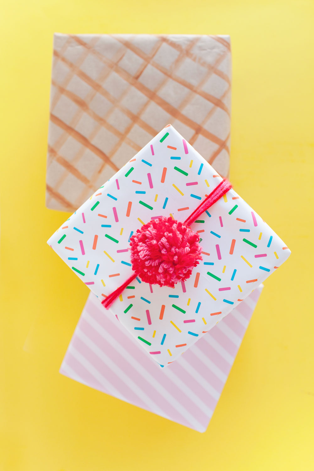 A-fun-way-to-wrap-your-gifts-like-an-ice-cream-cone