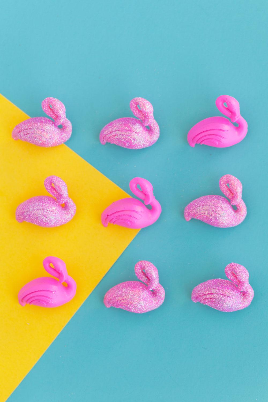 flamingo-thumb-tacks