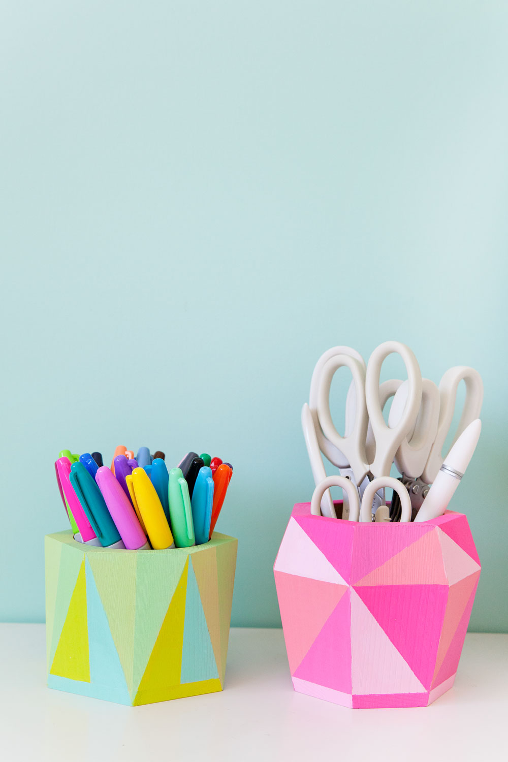DIY-geo-painted-pen-holders-for-your-office-supplies