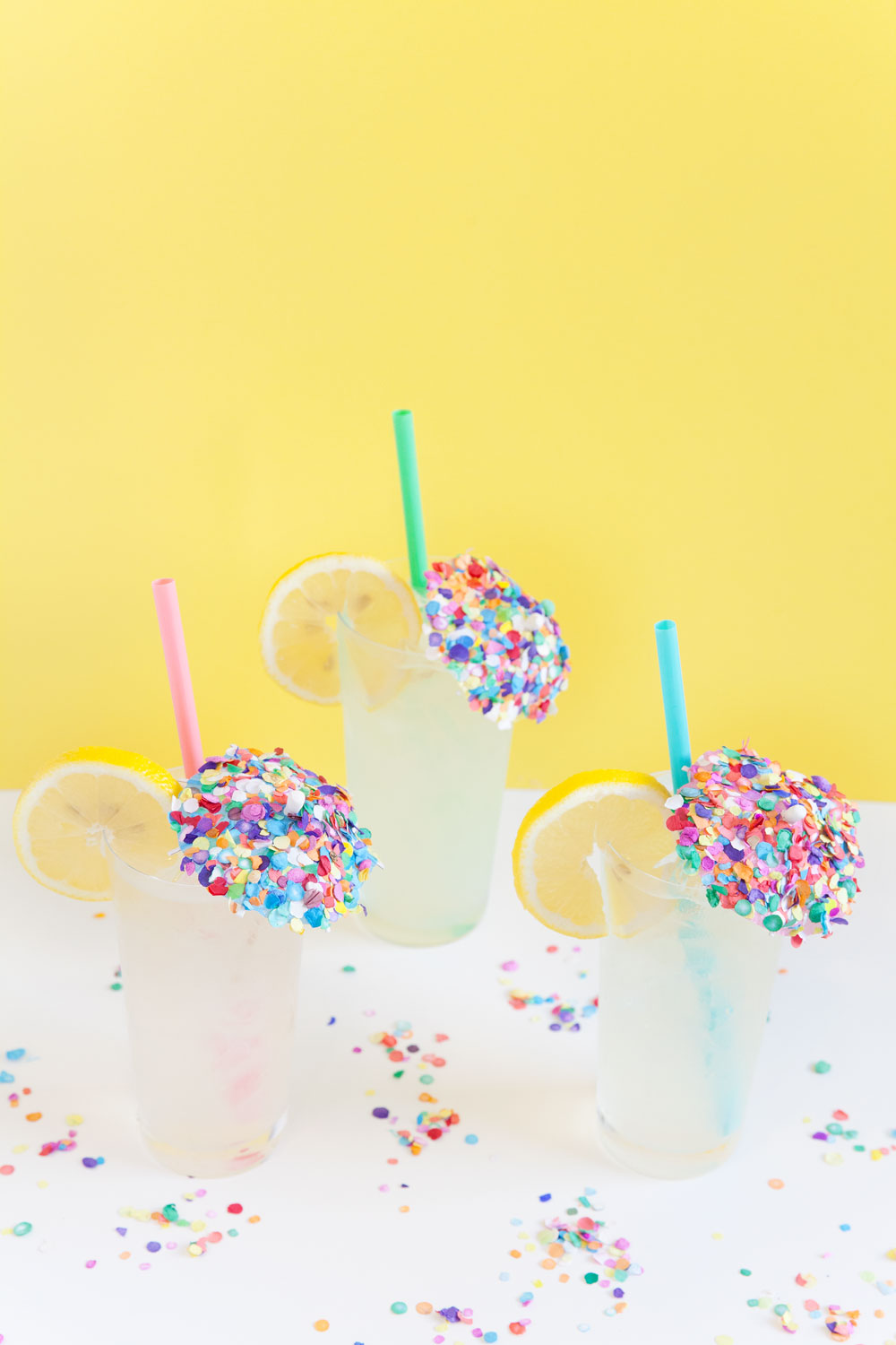 DIY-Confetti-Drink-Umbrella