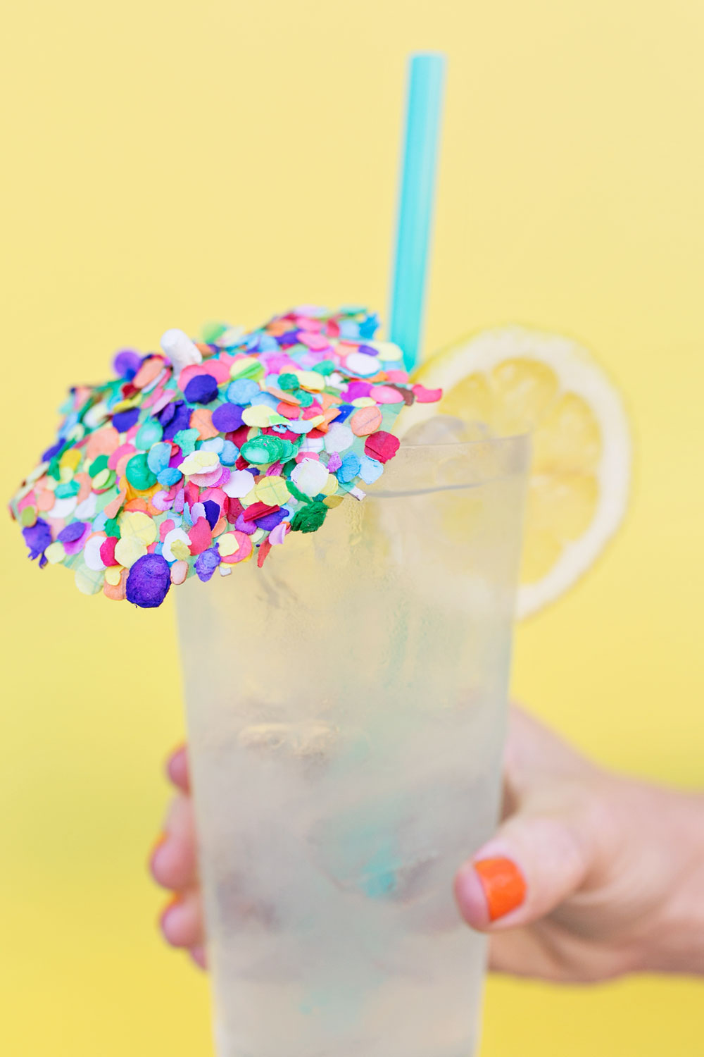 DIY-confetti-drink-umbrellas