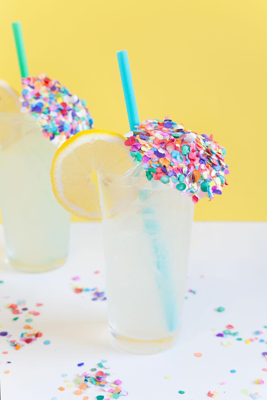 Make-this-easy-DIY-confetti-umbrella-