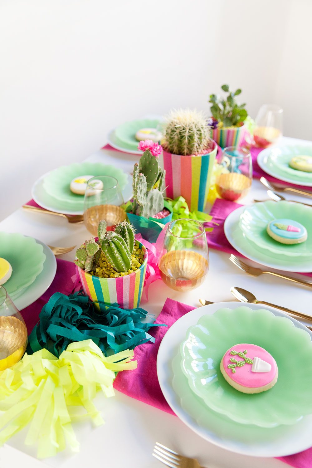 colorful-party-table-decor