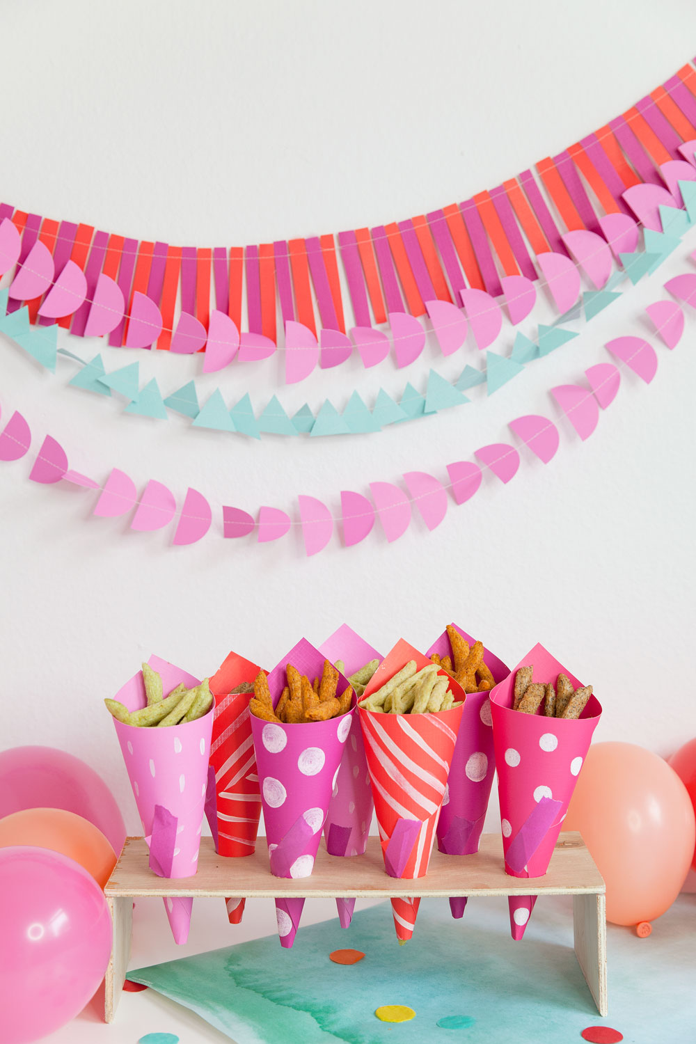DIY-paper-cone-for-snacks