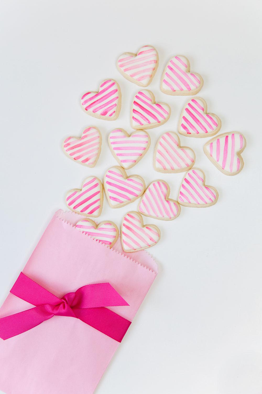 Valentine's-Day-sugar-Cookie-DIY