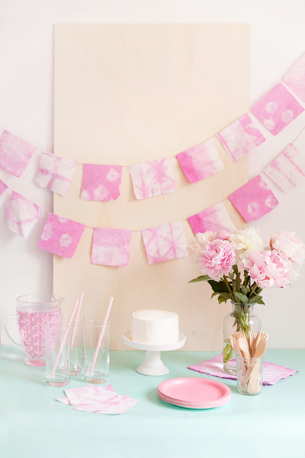 Make this pretty pink Shibori garland! It's perfect for bridal showers, baby showers or any kind of birthday. Its simple to make and oh so pretty. -Banner -DIY -Party
