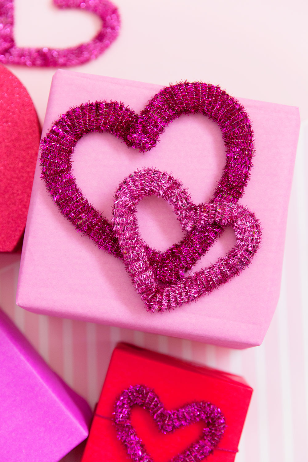 Make these fun heart gift toppers using metallic pipe cleaners.  This craft is so simple to make and perfect for Valentine's day