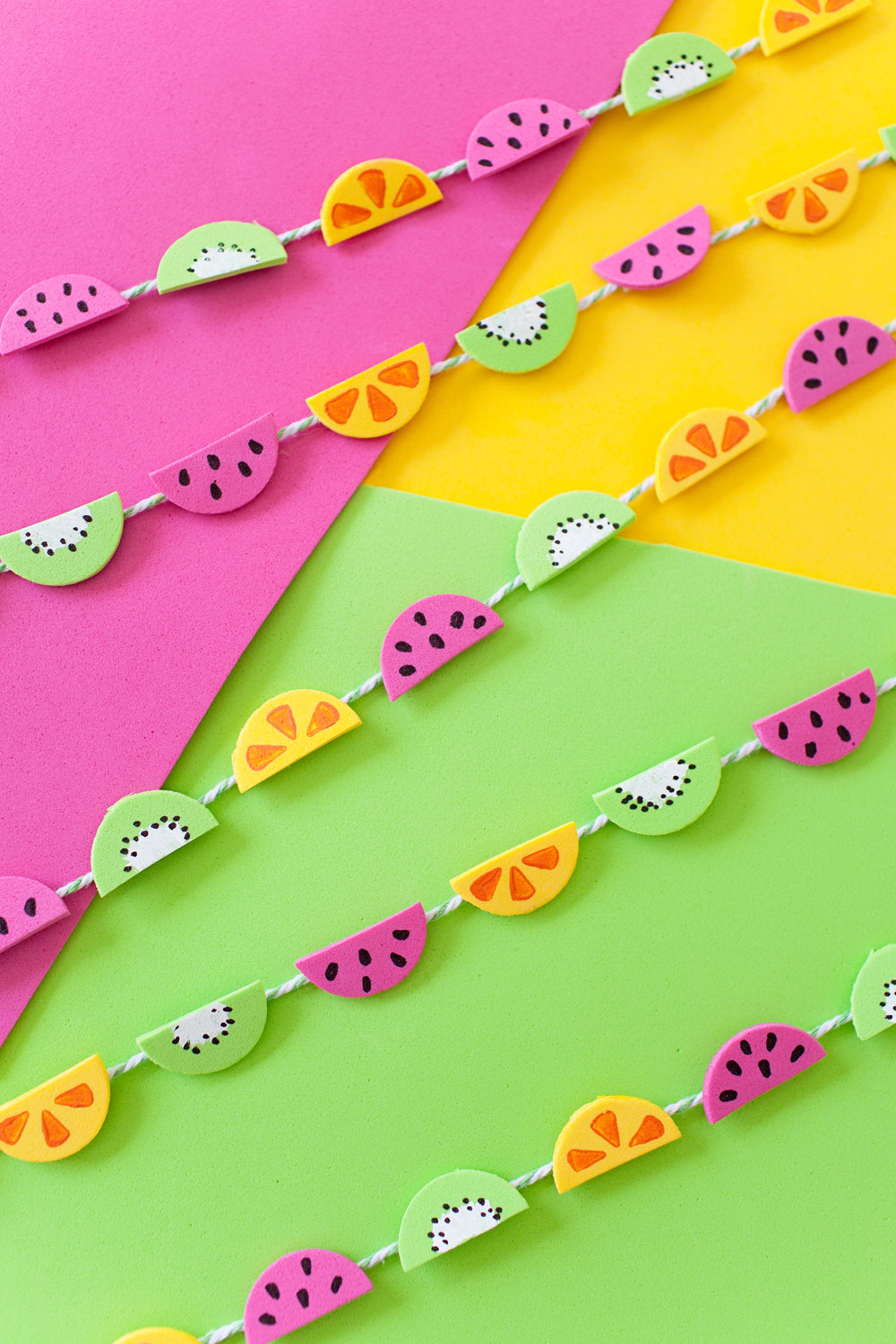 Tell-Love-and-Chocolate---Learn-how-to-make-this-tiny-colorful-fruit-garland