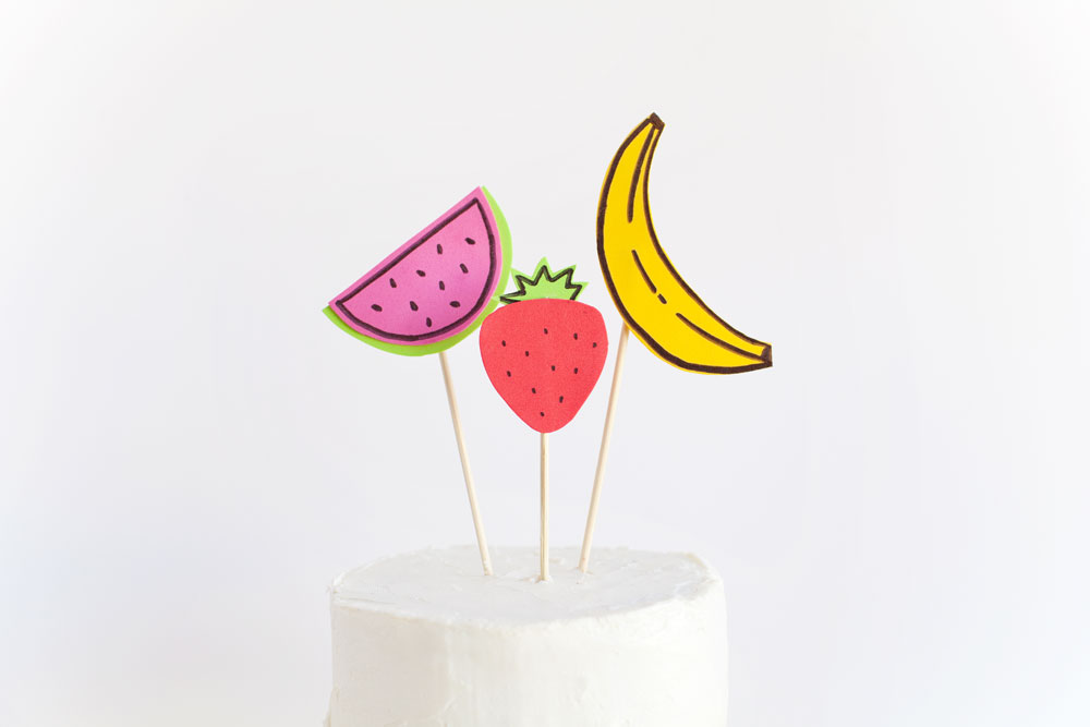 a-cute-and-easy-fruit-cake-topper