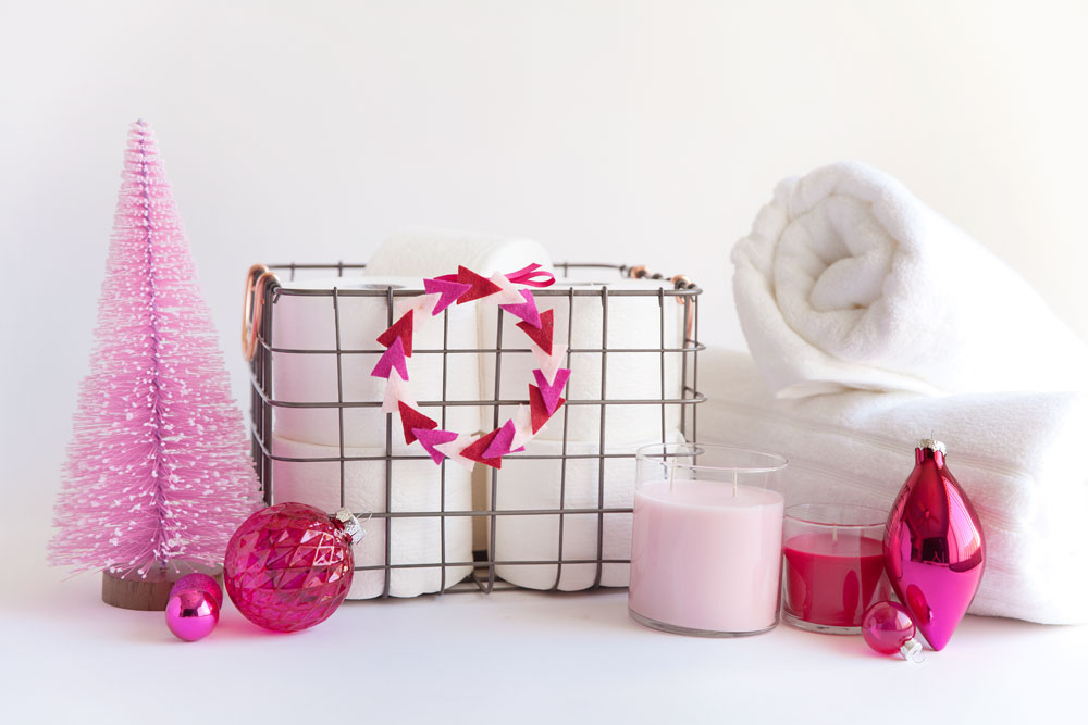 decorate-your-bathroom-for-the-holidays