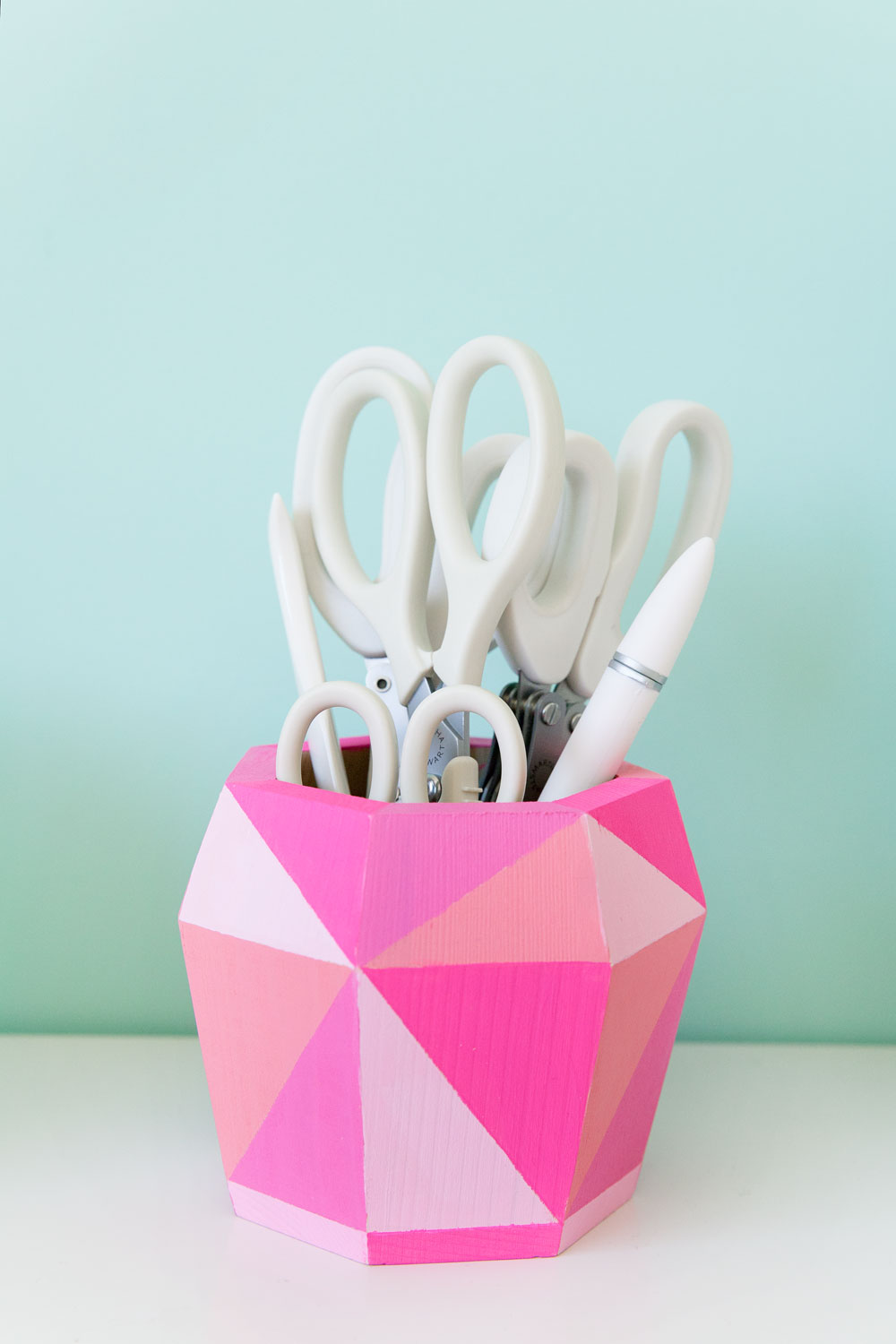 colorful-painted-DIY-geo-scissor-holder-for-your-desk-or-office