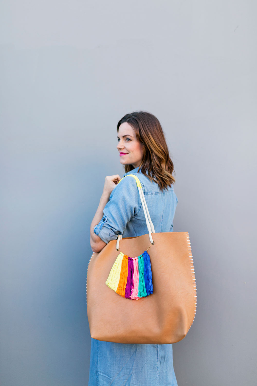 DIY-summer-tote-bag-with-colorful-tassels