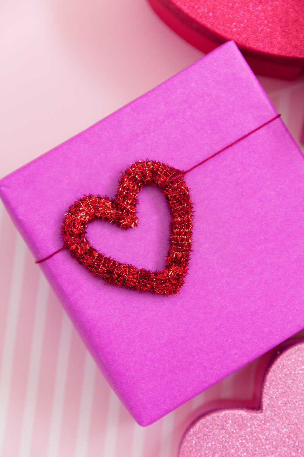 Make these fun pipe cleaner hearts perfect for gift wrap or a fun garland.  -Valentine's day -hearts