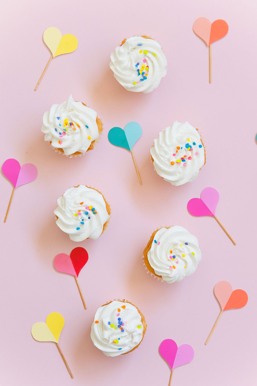 FREE printable heart cupcake toppers | TELL LOVE AND PARTY Valentine's day is coming up and these are perfect for class parties, office treats or just for friends! Either way don't leave those cupcakes plain and boring! -DIY -CAKE TOPPERS