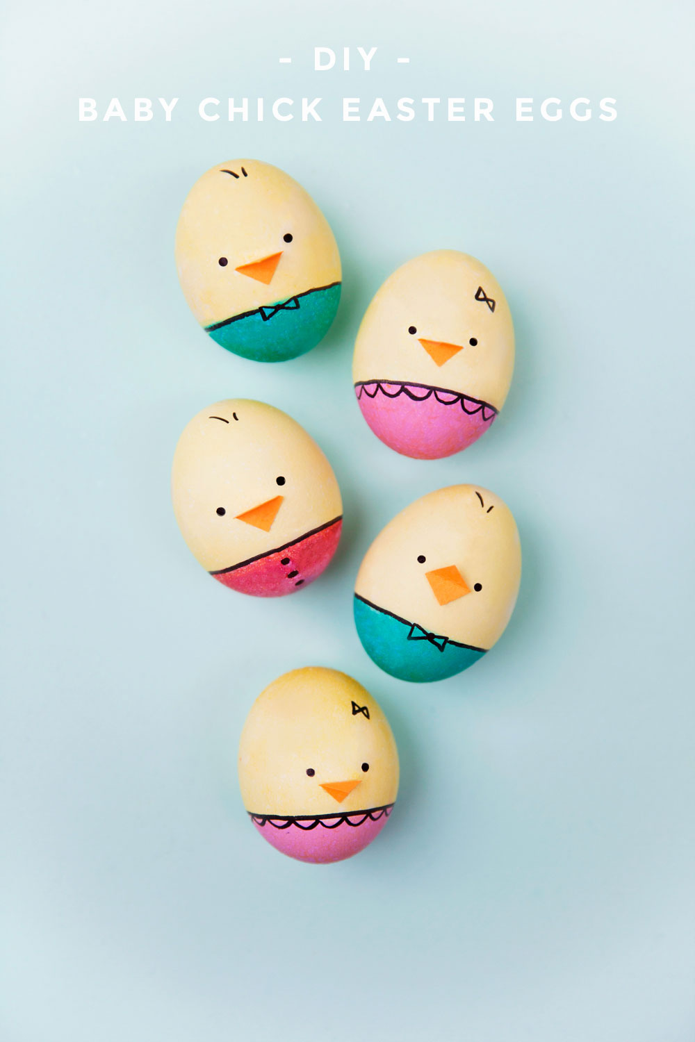 Make these DIY baby chick Easter eggs this year, your kids will not be disappointed! So easy to make and so dang adorable!