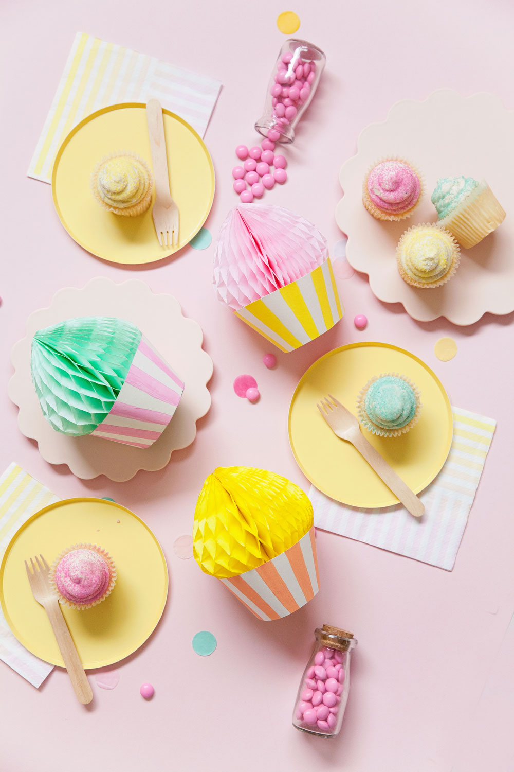 DIY honeycomb cupcake, so simple to make and for sure the life of the party | Tell Love and Party