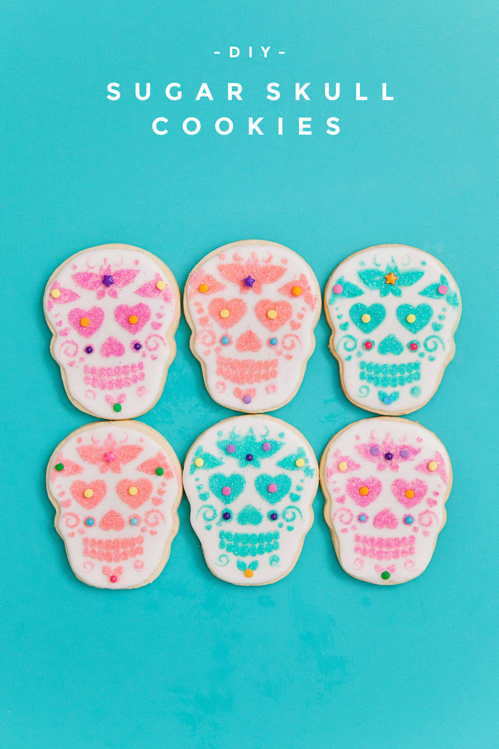 DIY sugar skull cookies in honor of Dia de los Muertos! Learn this new fun cookie decorating technique that is so simple ANYONE can do it. No decorating skills necessary.