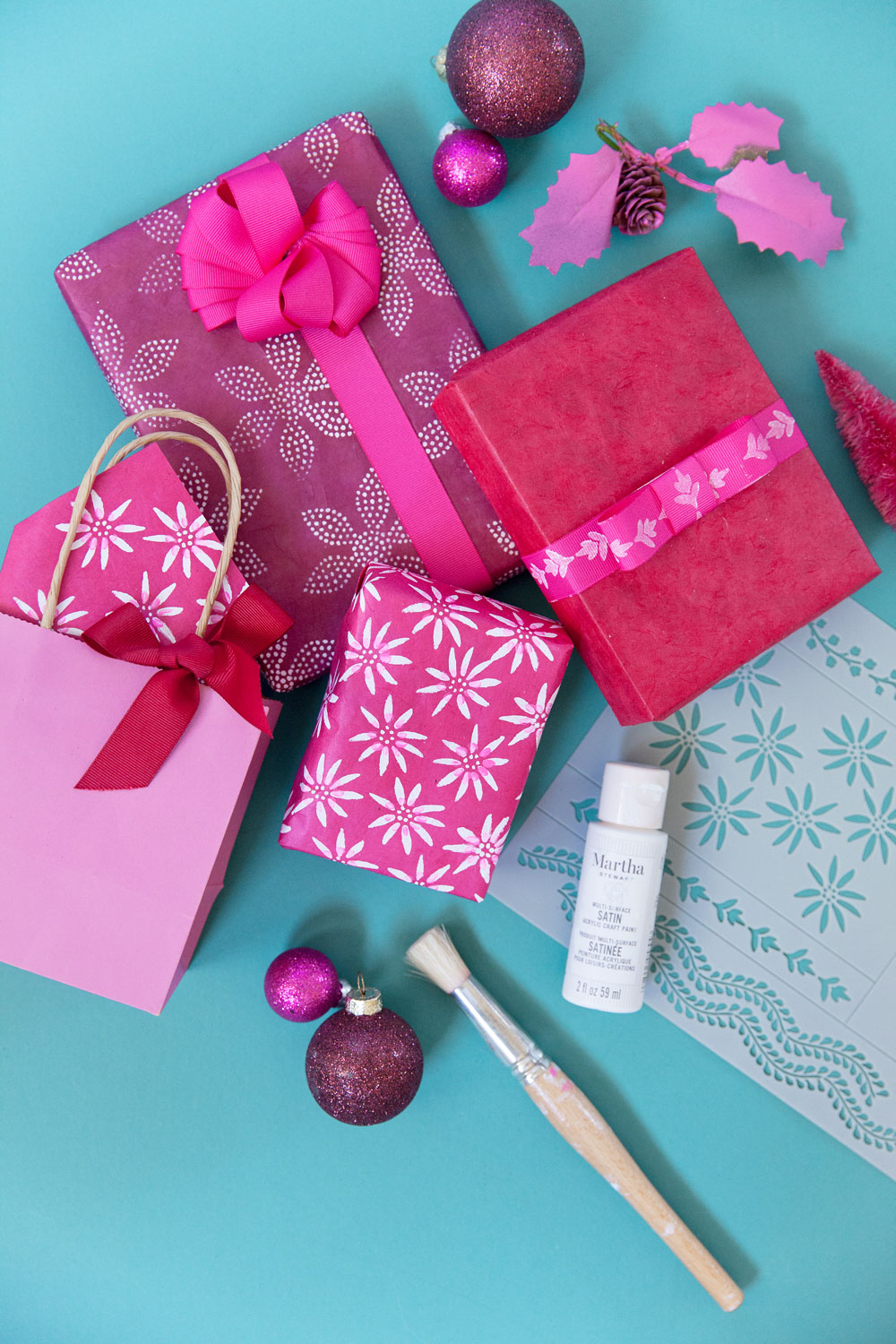 Learn how to make your wrapping paper beautiful with this DIY stencil gift wrap tutorial. It's simple, fast and will take your gift giving to the next level